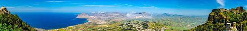 Panorama van de baai bij Erice, aan de Noordkust van  Sicilië