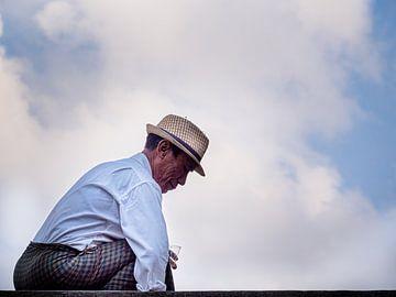 De oude Levensgenieter van Yangon Myanmar van Rik Pijnenburg