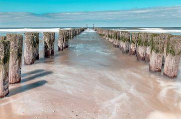 Golfbrekers aan zee in Zeeland van Arisca van 't Hof