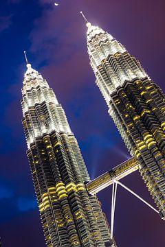 Petronas towers Kuala Lumpur van Björn Jeurgens