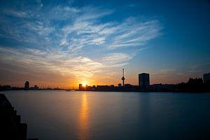 Zonsondergang op de Maas van
