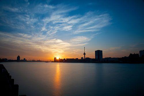 Zonsondergang op de Maas