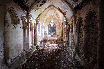 Donkere en Verlaten Kapel. van Roman Robroek
