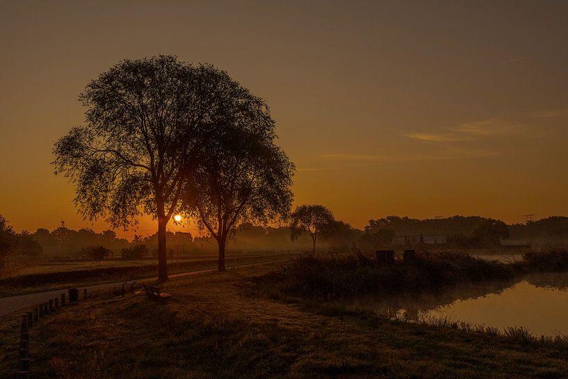 Mooie Tilburgse Zonsopkomst van Freddie de Roeck