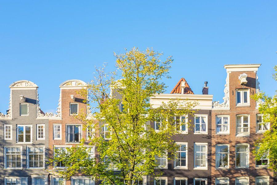 Gevels in de historische grachtengordel van Amsterdam