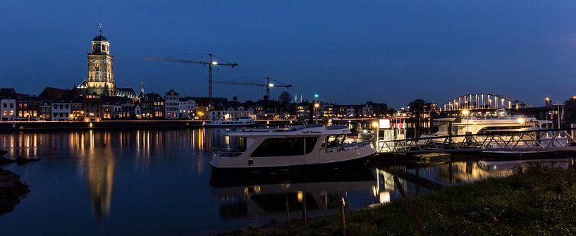 Deventer by night van Chris van Kan