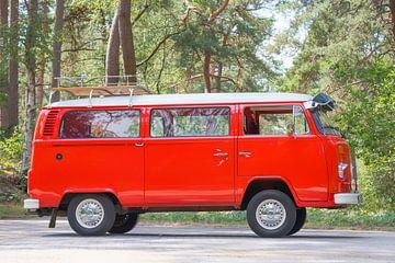 Volkswagen Transporter T2 Transporter in einem Wald von Sjoerd van der Wal