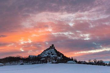 Sonnenuntergang - Staatzer Berg im Winter von Elke Wolfbeisser