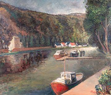 Boten langs de rivier De Maas in de buurt van Dinant. van Galerie Ringoot