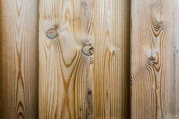 Vers hout van de schutting van Sven Wildschut