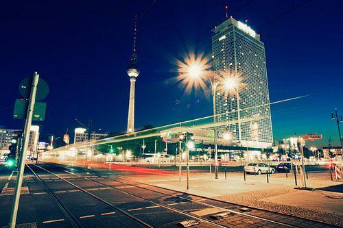 Berlin at Night: Alexanderplatz van Alexander Voss
