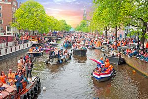 Koningsdag in Amsterdam bij zonsondergang