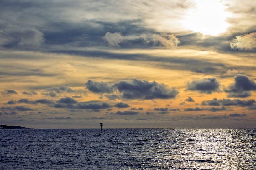 Un beau coucher de soleil en mer du Nord sur Miranda van Hulst