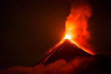 Eruptie van de Fuego Vulkaan in Guatemala van Michiel Dros