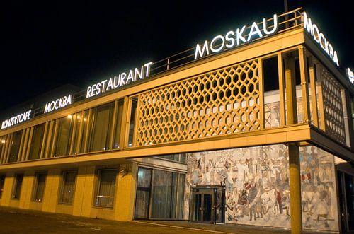 Cafe Moskau in Berlin van Silva Wischeropp