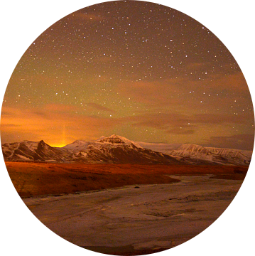 Noorderlicht boven IJslands landschap van Hannie Bom