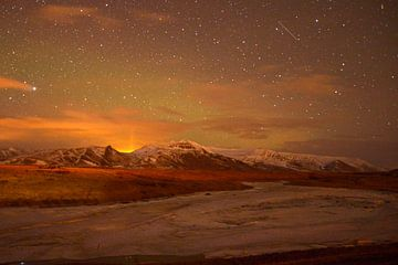 Noorderlicht boven IJslands landschap van