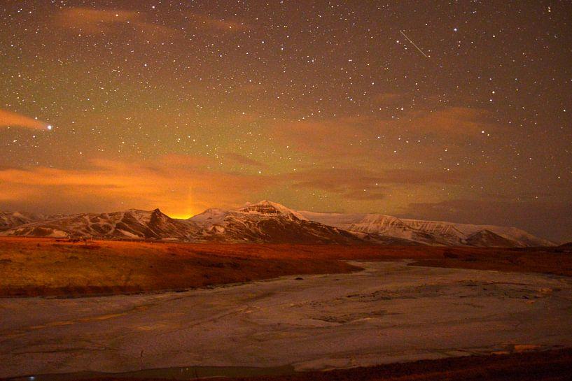 Noorderlicht boven IJslands landschap von Hannie Bom