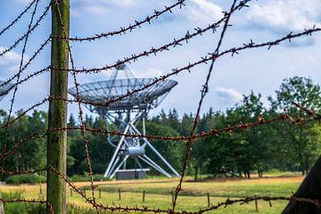 Omgeving Kamp Westerbork. WSRT en prikkeldraad van Miranda Heemskerk