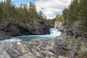 waterfall and rocks in norway van Compuinfoto .
