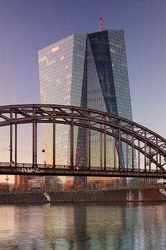 Europäischen Zentralbank bei Sonnenuntergang von Markus Lange