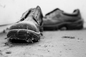 staubiger Schuh von Yvonne van den Hatert