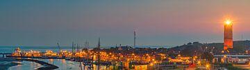 Panorama beeld van een zonsondergang bij de Brandaris, Terschelling van Henk Meijer Photography