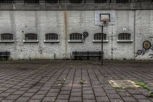 Verlaten luchtplaats in leegstaande gevangenis Schutterswei in Alkmaar van