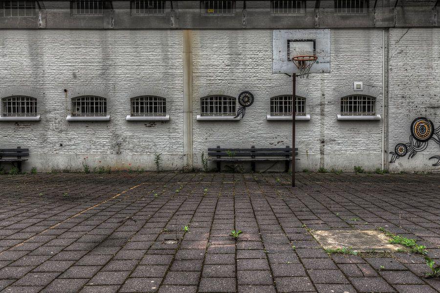 Verlaten luchtplaats in leegstaande gevangenis Schutterswei in Alkmaar