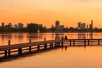 De Kralingseplas in Rotterdam tijdens een schitterende zonsondergang