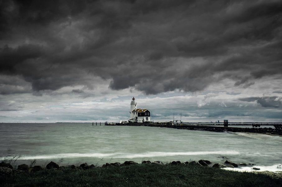 Paard van Marken bij storm van Ricardo Bouman | Fotografie