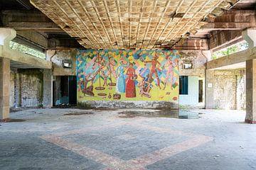 Verlaten Kunstwerk op de Muur. van Roman Robroek