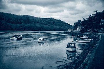 Pleziervaartuigen op de East Looe River in Quadtone van Alice Berkien-van Mil