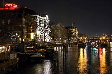 Avondfoto van Amsterdam met zicht op theater carre en de Amstel