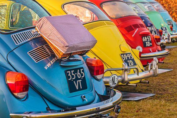 Rij kleurrijke Volkswagen Kevers