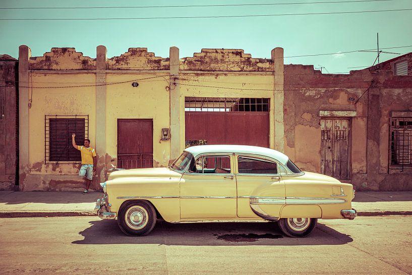 Yellow Chevrolet Bel Air 1954 van Jan de Vries