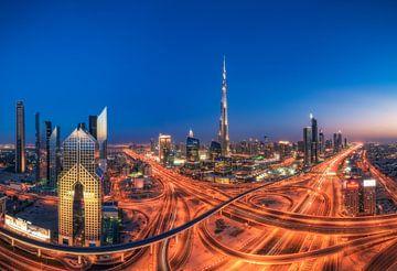Dubaï Downtown Skyline à l'heure bleue sur Jean Claude Castor