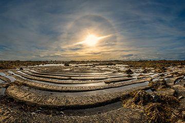 Een zonnen halo boven Ytri Tunga van Gerry van Roosmalen