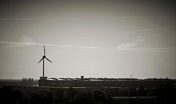 Windturbine op een industrieterrein in Maagdenburg van Heiko Kueverling