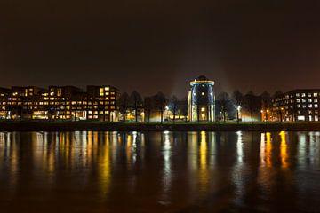 Maastricht bei Nacht. Blick auf Bonnefantenmuseum und céramique von Carola Schellekens