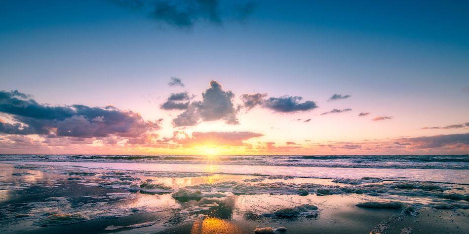 Zonsondergang op het strand van Joost Lagerweij