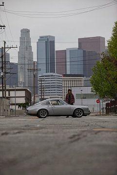 Magnus Walker 68R 911 - Downtown L.A. van Maurice van den Tillaard