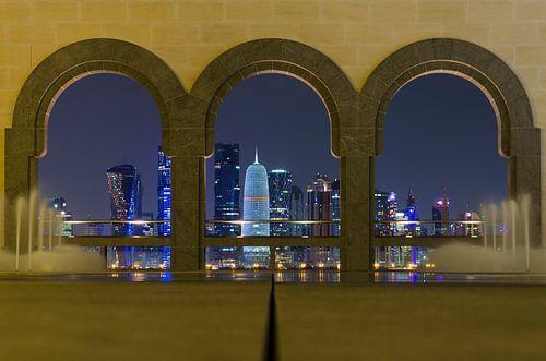 Skyline in Doha - Qatar van Jack Koning