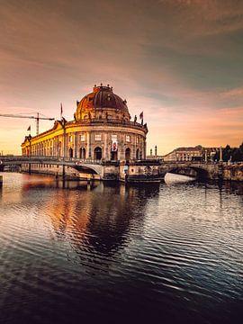 Sunrise over Bodemuseum von Iman Azizi