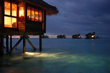 Watervilla in Gili Lankanfushi, Malediven van Robert van Hall