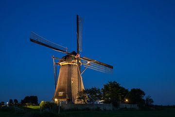 Verlichte molens Kinderdijk #4 van John Ouwens