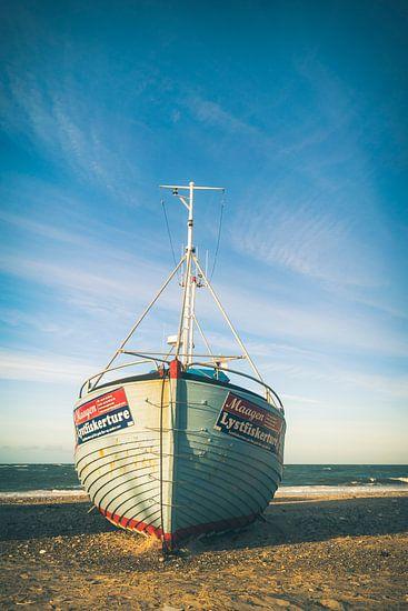 Vissersboot op het strand van Joost Lagerweij