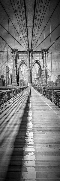 NEW YORK CITY, Brooklyn Bridge | Panorama verticale van Melanie Viola