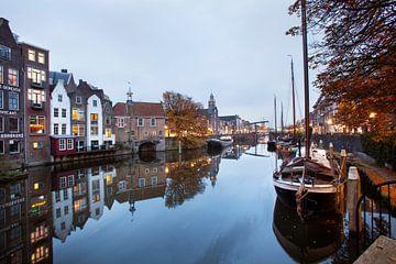 Historischer Delfshaven in der Dämmerung in Rotterdam von Peter de Kievith Fotografie