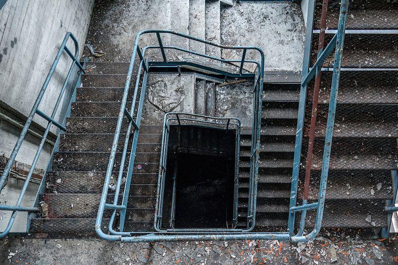 Down the stairs van Thomas van de Vosse